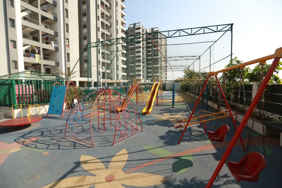 childrens-play-area-at-suyog-nisarg-wagholi